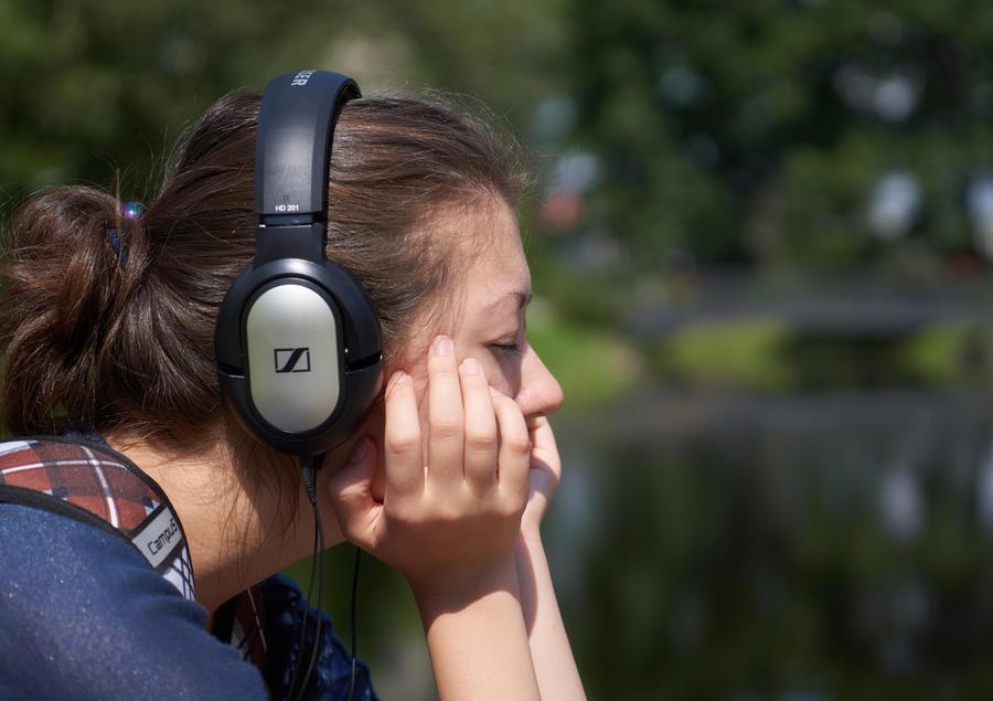 СМИ: Легальную музыку в социальных сетях можно будет слушать бесплатно