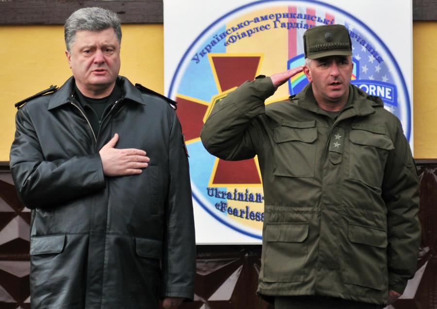 Политолог: Результаты года президентства Петра Порошенко катастрофические