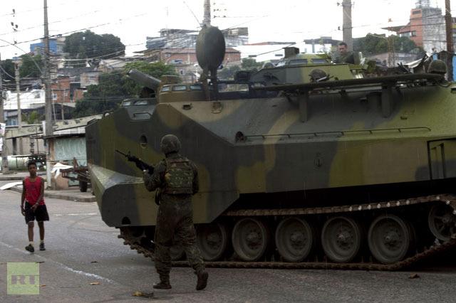 Бразильская армия зачищает фавелы Рио-де-Жанейро