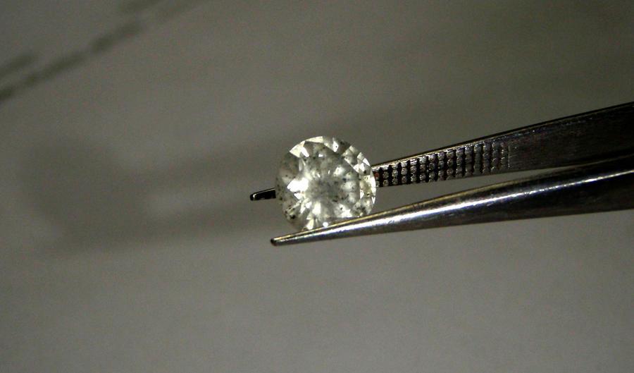 Три десятка воров на десять килограммов алмазов: в Европе обезвредили банду похитителей драгоценностей