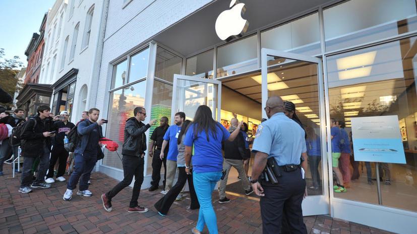 Корпорация Apple представила последнюю версию цифровых часов и новый MacBook