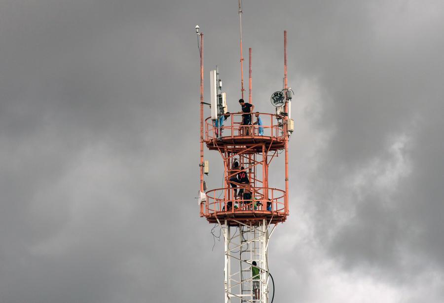 СМИ: Спецслужбы США могут шпионить за американцами с помощью фальшивых вышек сотовой связи