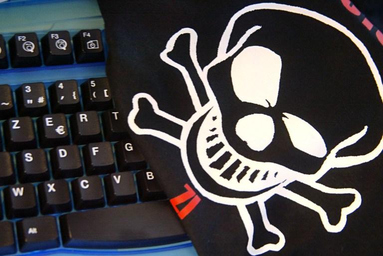 Хакера, взломавшего сайт ЦРУ, отлучили от Интернета на шесть лет