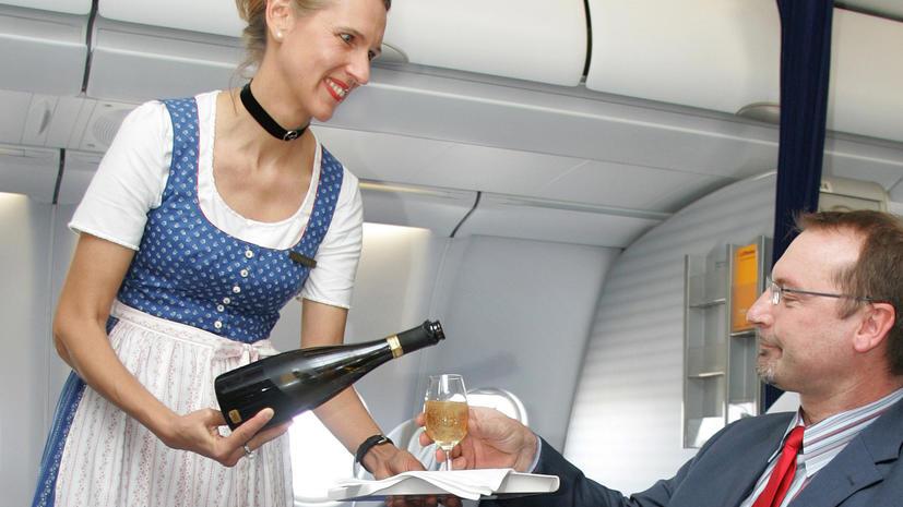 На российских авиалиниях введут полусухой закон