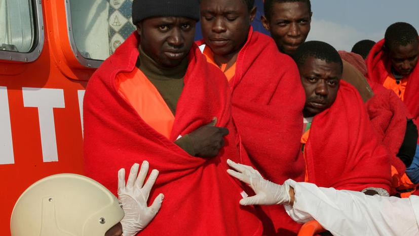 Десятки африканских мигрантов гибнут в море, пытаясь добраться до берегов Италии