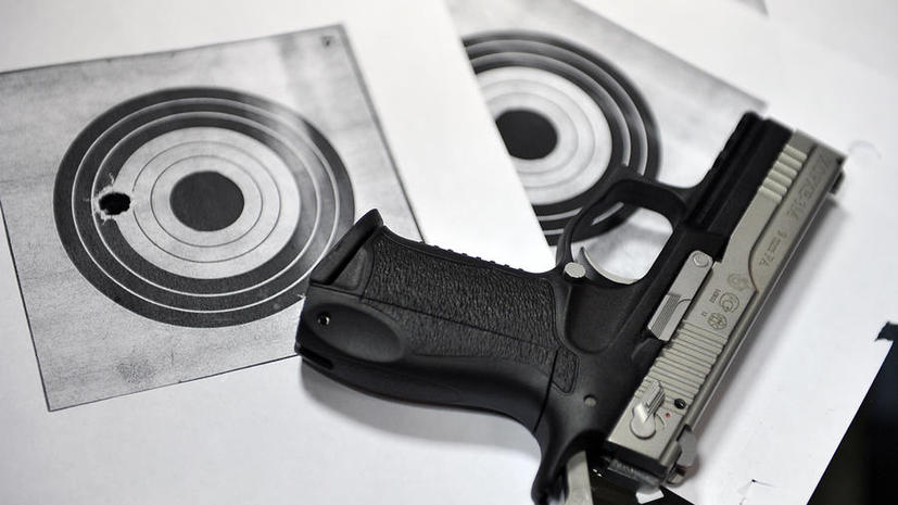 Дмитрий Рогозин предложил запретить травматические пистолеты