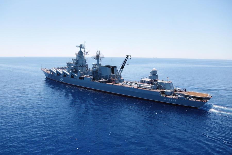Крейсер «Москва»: кто будет прикрывать российские самолёты после инцидента с Су-24
