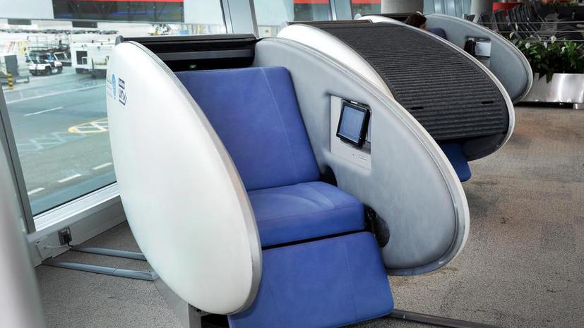 В аэропорту Абу-Даби появились первые в мире спальные коконы