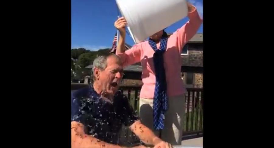 Вместо Путина и Обамы ледяной водой облился Джордж Буш-младший