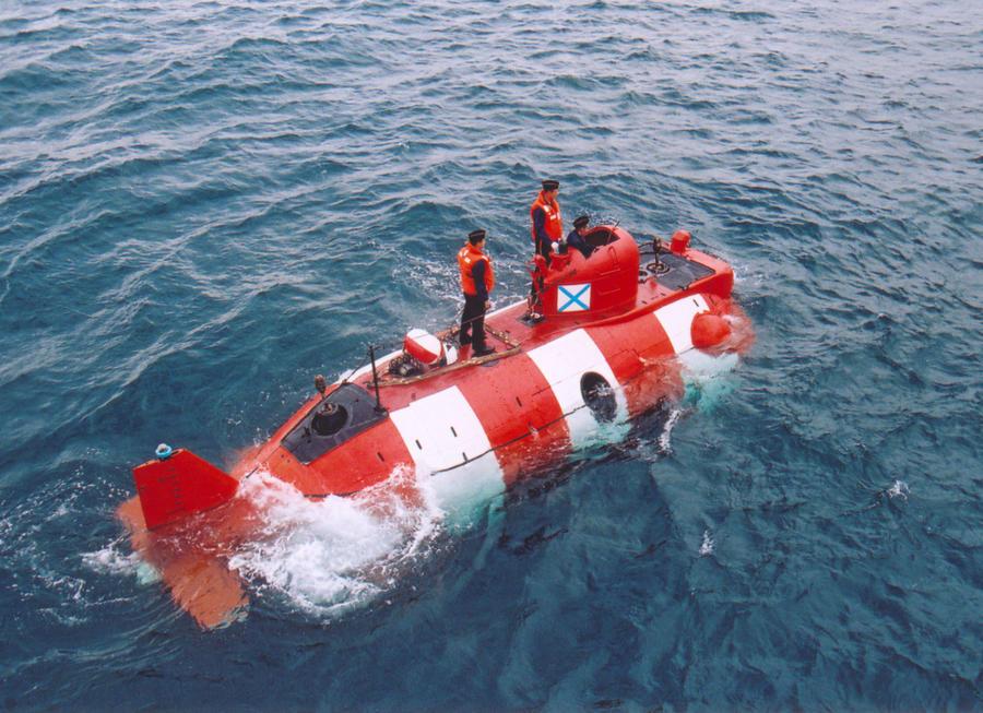 Анатолий Сердюков назначал месячную зарплату подводникам $20 тыс.