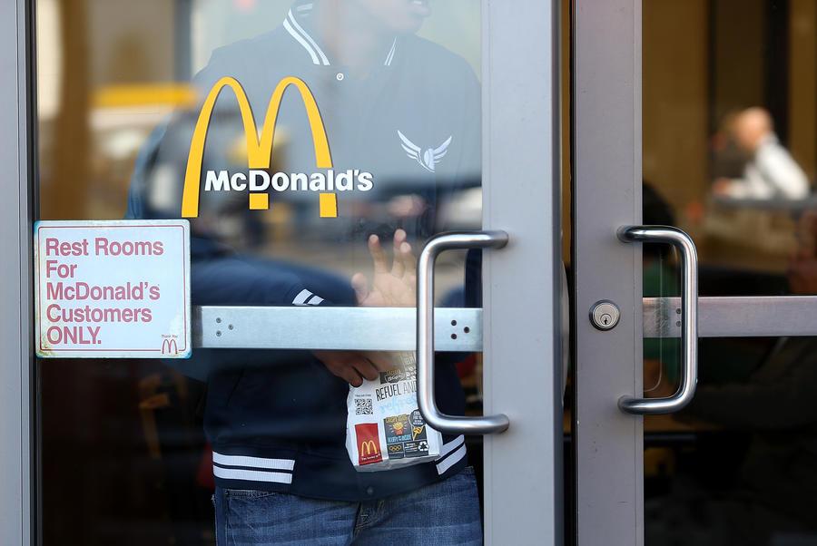 McDonald's в США сделал из иностранных студентов рабов