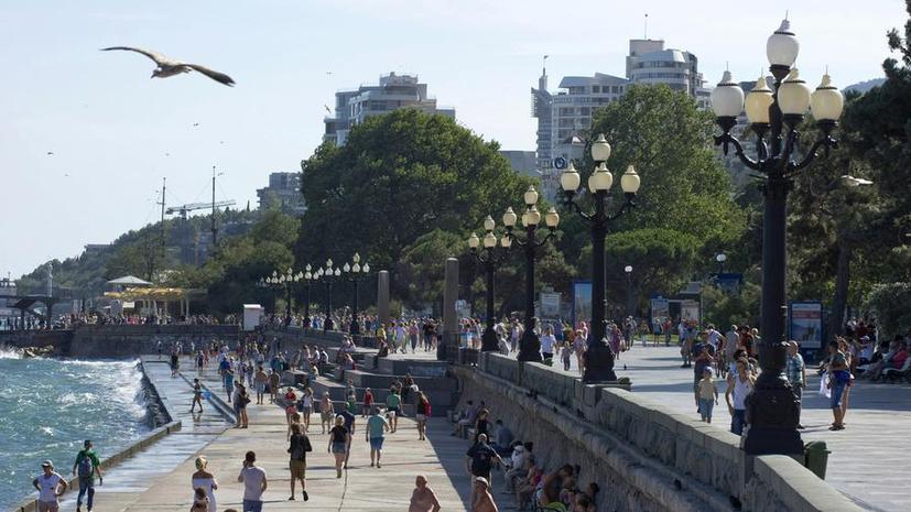 Украинские СМИ: Летом граждане Украины массово отдыхали в Крыму