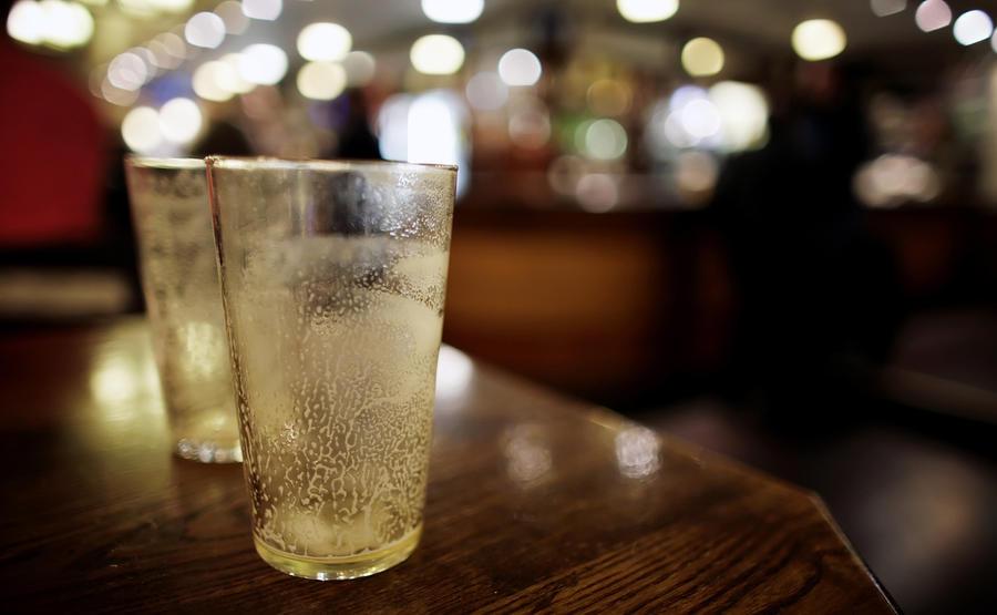 Британские депутаты требуют дешёвого пива в парламентских пабах