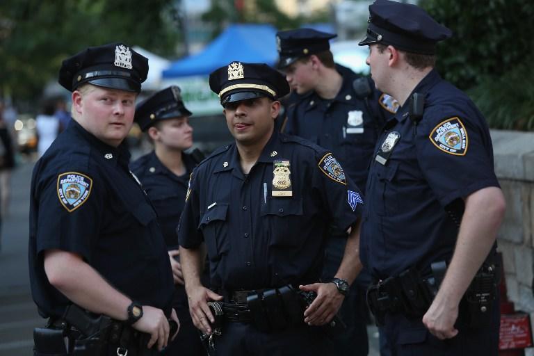 Полиция Нью-Йорка проводит уличные обыски по расовому признаку