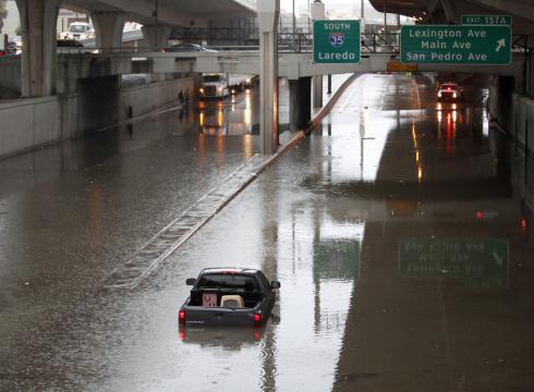 Две женщины утонули во время наводнения в Техасе