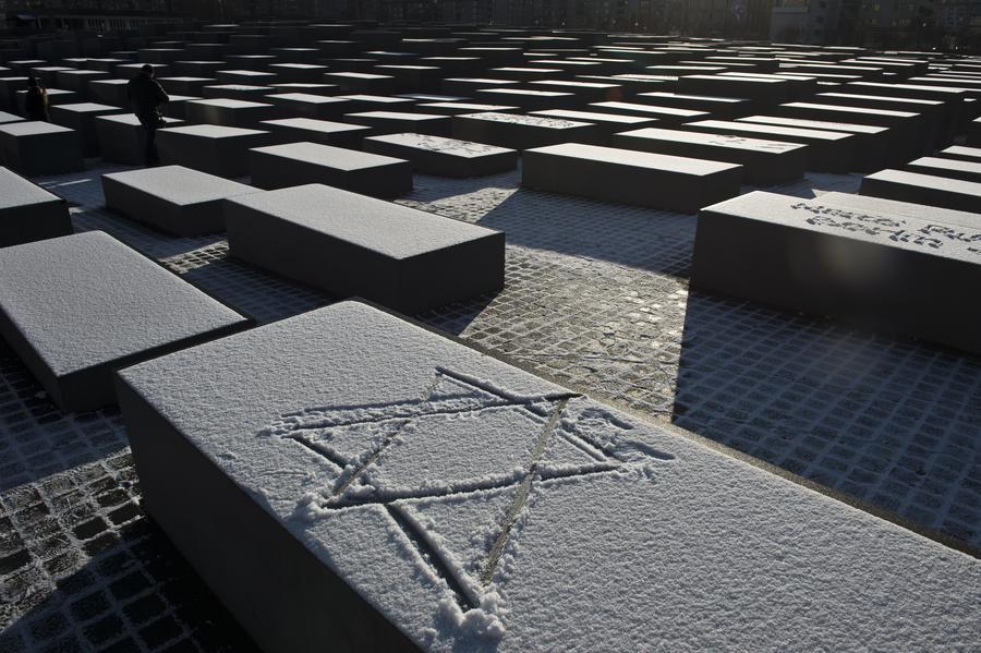В Берлине неизвестные осквернили мемориал советским воинам-освободителям