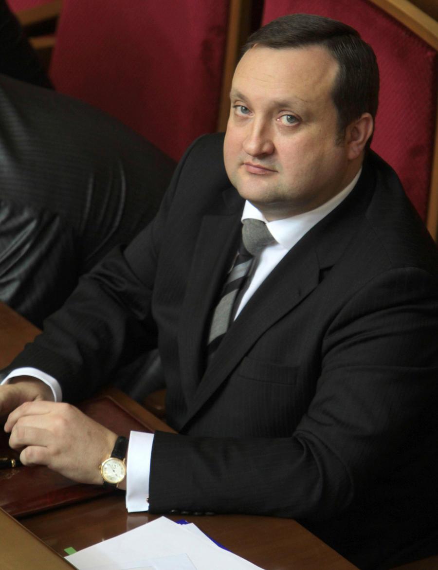 Экс-премьер Украины: Западные политики требовали гарантий, что власть не применит силы к активистам Майдана