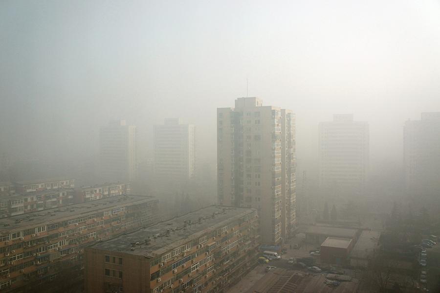 Жители Пекина задыхаются от ядовитого смога