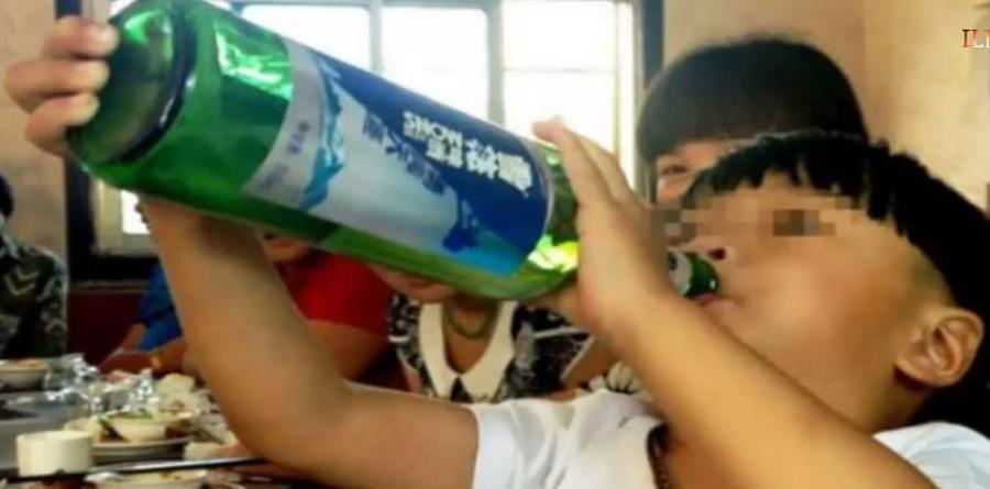 В Китае двухлетний малыш пройдёт курс лечения от алкоголизма