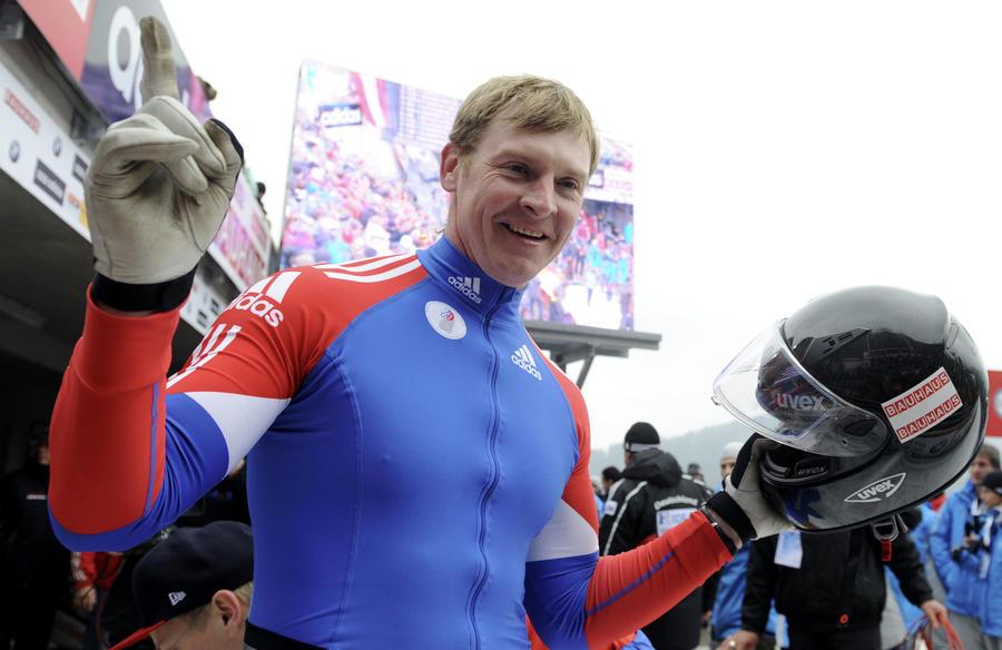 Знаменосцем сборной России на церемонии открытия Олимпиады в Сочи стал бобслеист Александр Зубков