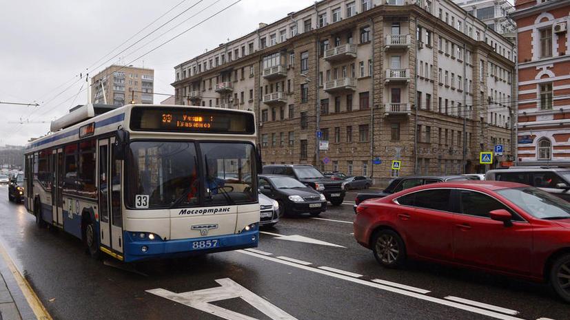 Депутаты предлагают разрешить частному транспорту проезд по выделенным полосам ночью