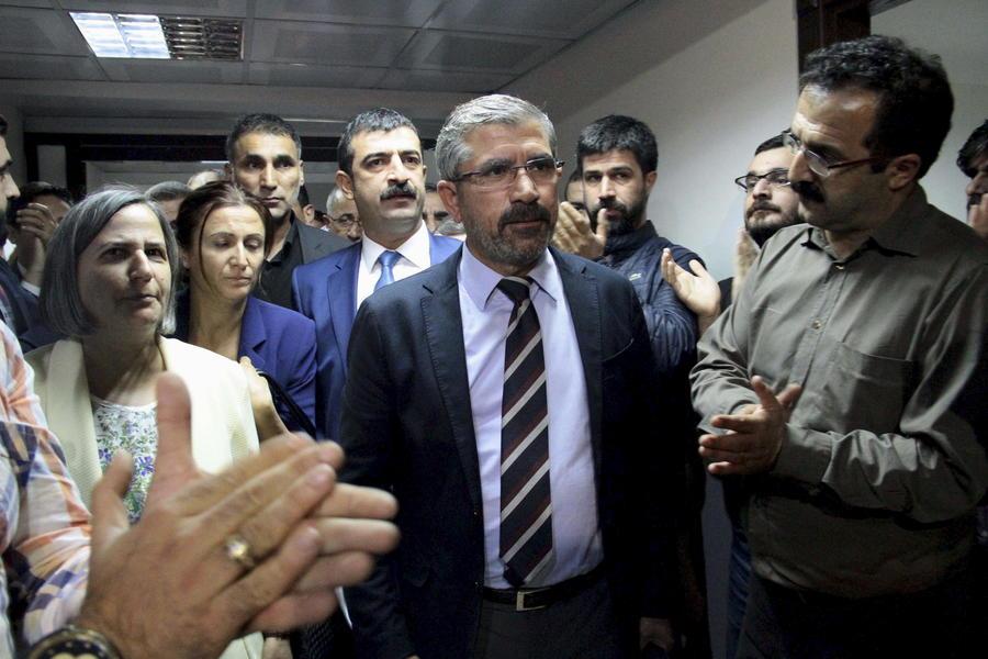 Известный противник президента Эрдогана застрелен во время пресс-конференции в Турции