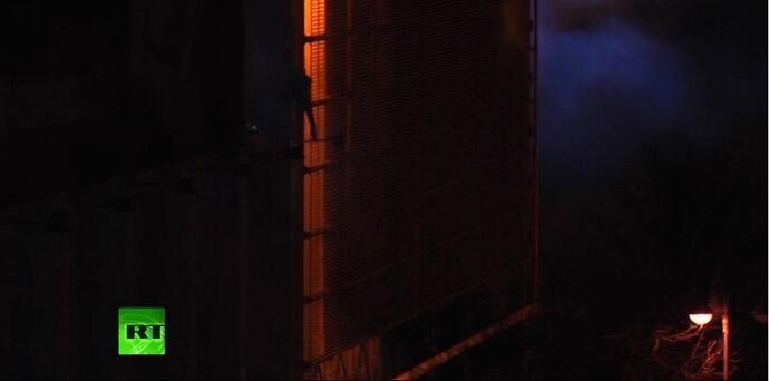 В Киеве горит Дом профсоюзов, люди спасаются через окна