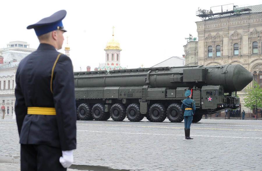 МИД РФ: Россия пока не намерена отказываться от ядерного оружия