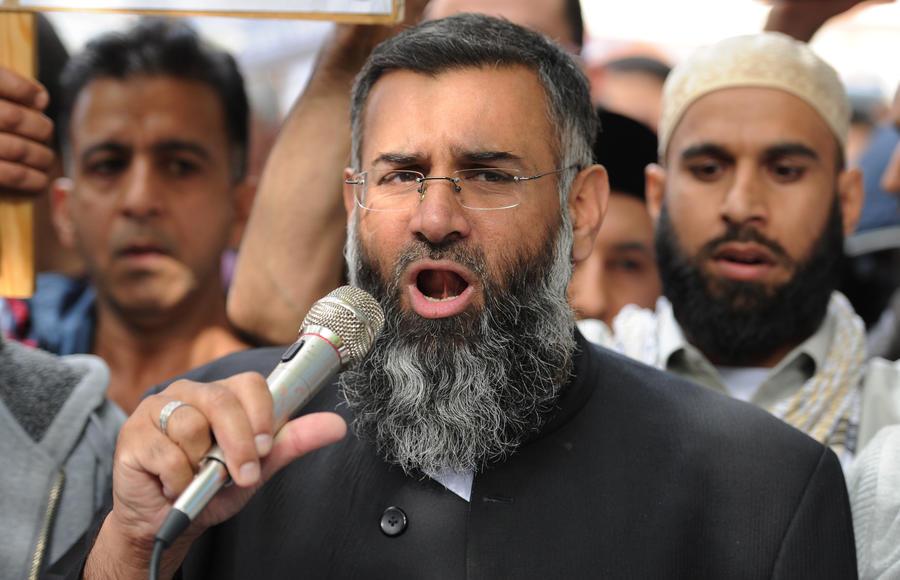 СМИ: Британский проповедник отправил 400 учеников на войну в Сирию