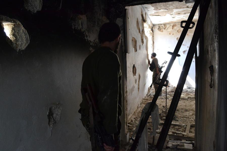 Сирийские войска взяли под контроль дорогу в Алеппо