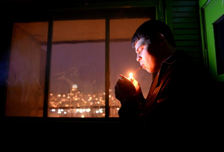Злостным курильщикам могут закрыть выезд за границу