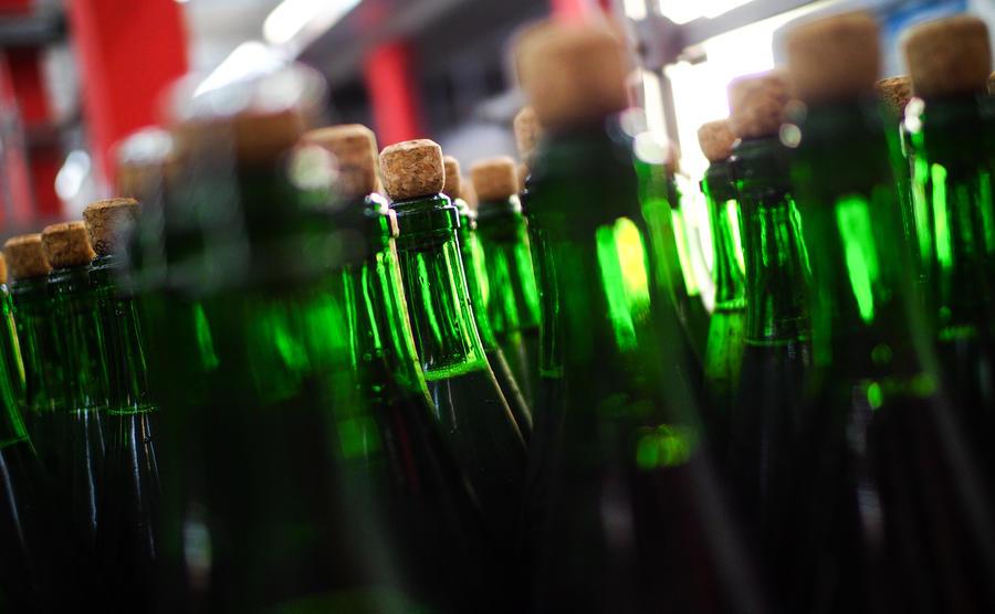 В России могут разрешить продажу алкоголя в вузах, на стадионах и в больницах