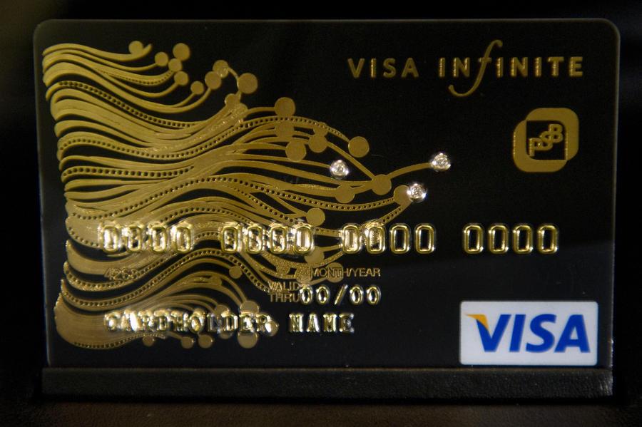 Предложение запретить банкам дистанционно выдавать кредитки вкралось в законопроект по ошибке