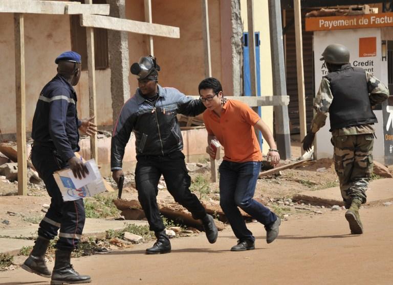 Из захваченного боевиками отеля в Мали освобождены все заложники