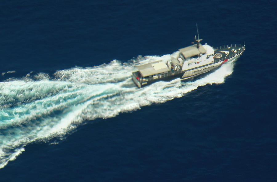 Экипаж гонконгского самолёта заметил обломки, возможно, принадлежащие пропавшему авиалайнеру из Малайзии