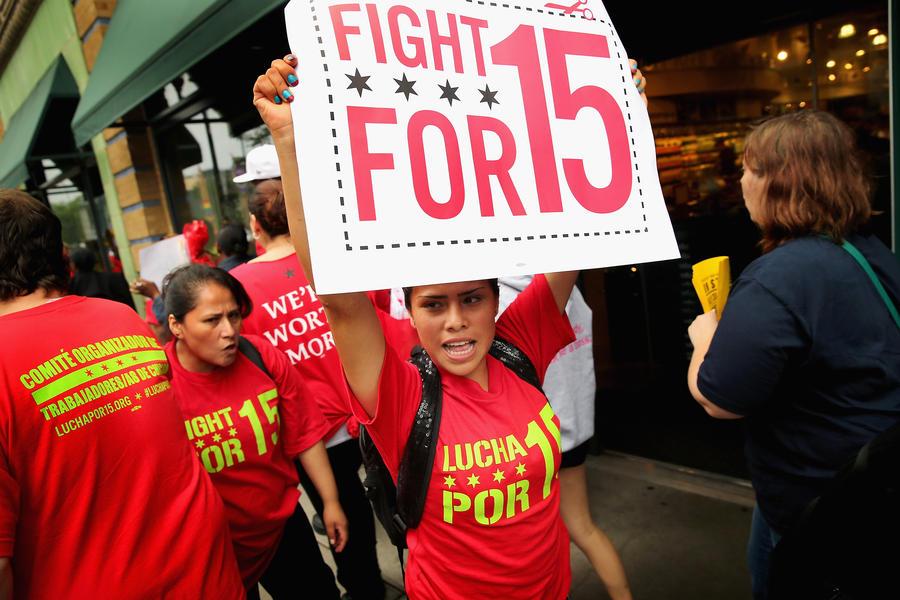 Работники фаст-фудов в США призвали к общенациональной забастовке перед Днём труда