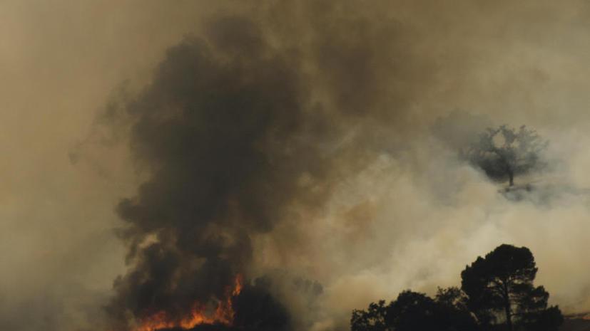 Лесные пожары подступают к Лос-Анджелесу, жители города покидают свои дома