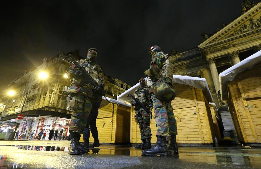В Бельгии усилены меры безопасности, полиция разыскивает подозреваемых с «поясом смертника»