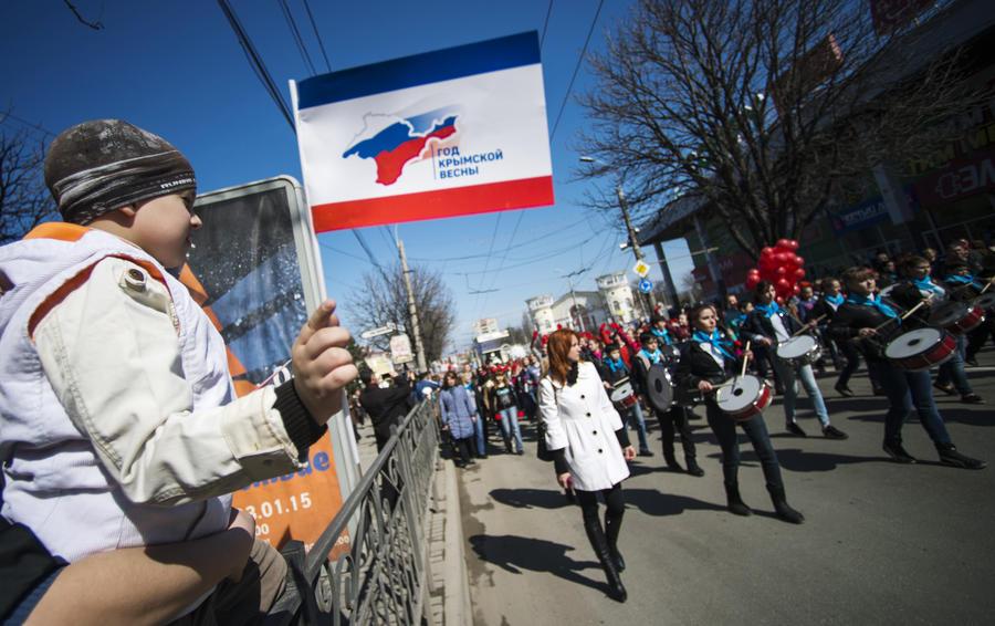 СМИ: Жители Крыма никому не позволят украсть победу, которую они одержали год назад