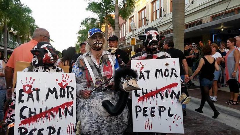 Кадры с зомби-фестиваля в США, где в результате стрельбы погиб человек