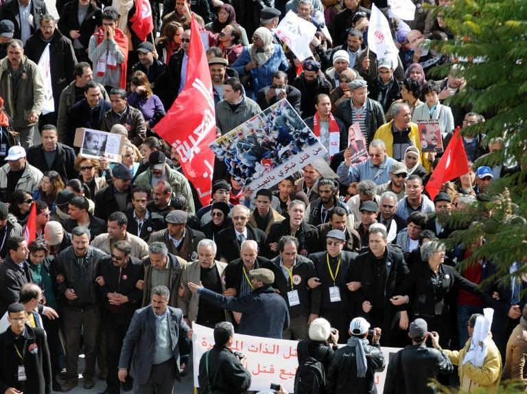 Тунисцы требуют отставки исламистского правительства