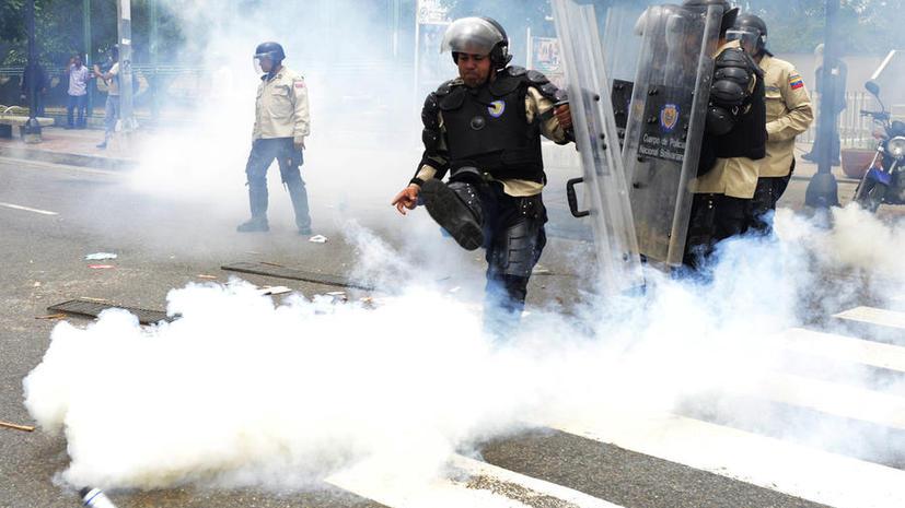 В Венесуэле снайпер застрелил полицейского