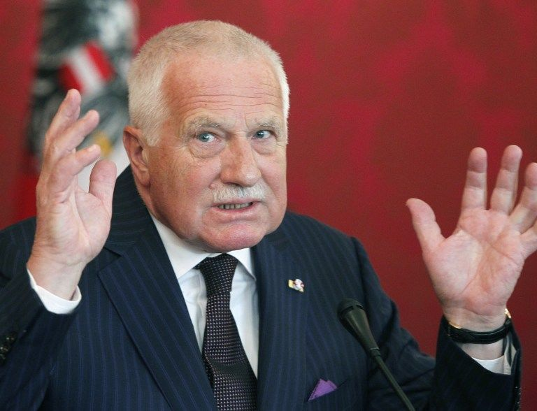 Сенат Чехии обвинил президента Вацлава Клауса в измене Родине