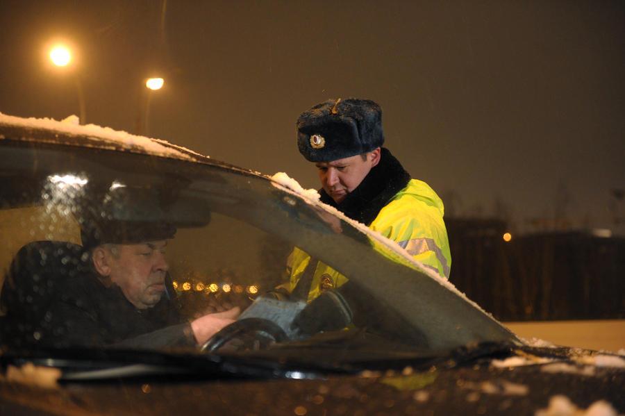 Всем оставаться на своих местах: водителям разрешили не выходить из машины для составления протокола