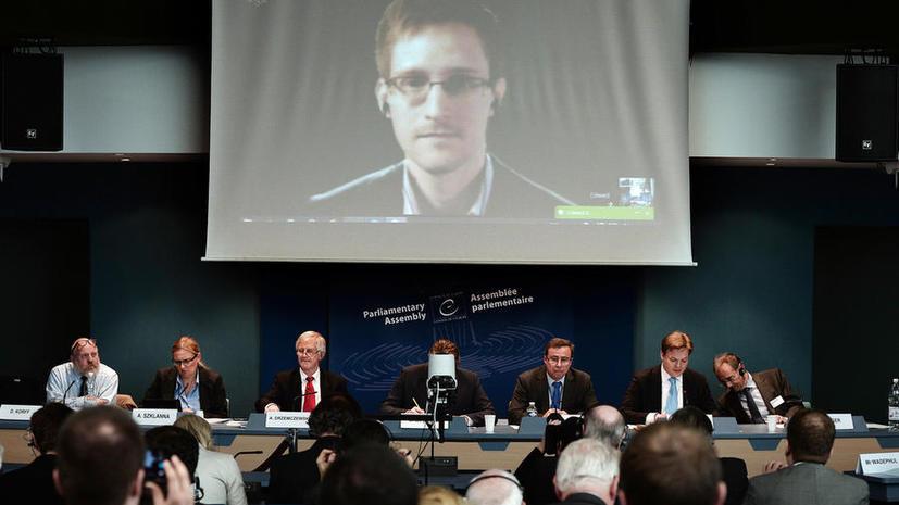 Опрос: Эдвард Сноуден научил пользователей соцсетей скрывать свои политические пристрастия
