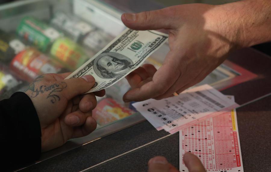 Два американца по ошибке выбросили выигрышный лотерейный билет на $1 млн