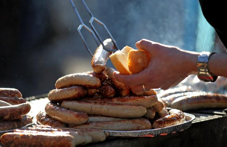 Жительницу Швеции обвинили в покушении на жизнь с использованием колбасы