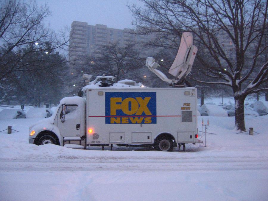 Телеканал Fox News заплатил бывшему директору $8 млн, чтобы тот не рассказывал о «внутренней кухне»