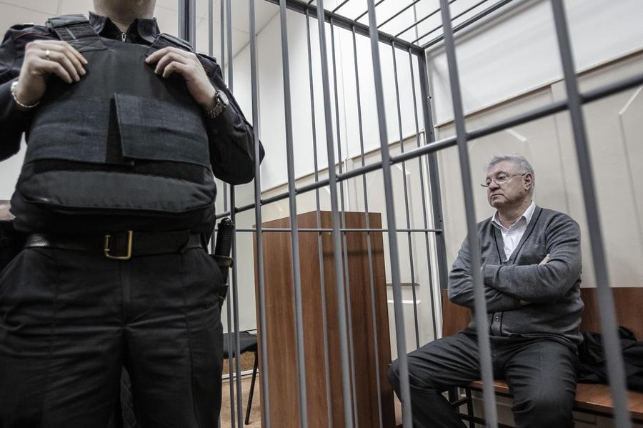 Мэру Астрахани предъявили обвинение в получении взятки