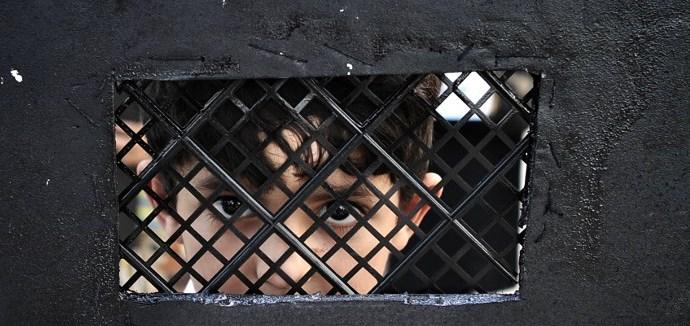 Душевнобольных детей в Британии лечат в тюремных камерах